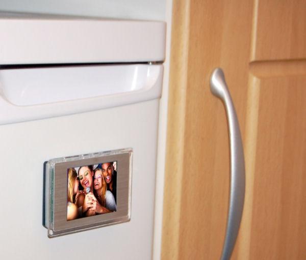 falcon-digiframe-fridge-magnet