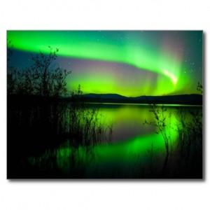 northern_lights_mirrored_on_lake_postcard-r90a08ec167f64f91b397f7a4777ee827_vgbaq_8byvr_512